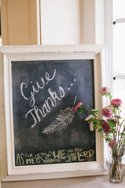 Chalkboard Sign_Give Thanks_Weddings-by-willy-and-meghan-rustic-beach-thanksgiving-table-8-X2