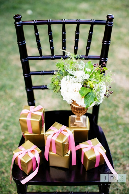 gold_and_pink_favor_boxes_Be_Kind_and_smile_often